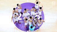 Pebasket putra Indonesia usai dikalahkan Korea pada babak penyisihan Grup A Basket Putra Asian Games 2018 di Jakarta, Selasa (14/8). Indonesia kalah 65-104. (Liputan6.com/Helmi Fithriansyah)