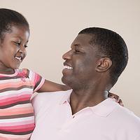Hubungan ayah dan anak bisa semakin erat kalau keduanya punya hobi yang sama.