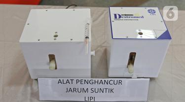 Wujud alat penghancur jarum suntik buatan Lembaga Ilmu Pengetahuan Indonesia (LIPI) saat uji coba APJS di Gedung LIPI, Jakarta, Kamis  (18/3/2021). Alat tersebut mampu menghancurkan 5.000 jarum suntik per unit. (Liputan6.com/Herman Zakharia)