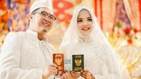 Putri Wahyuni Effendi dan suami yang menjadi salah satu korban Pesawat Sriwijaya Air SJ 182 jatuh akhir pekan lalu. (Liputan6.com/Istimewa)