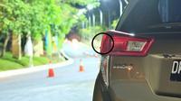 Jika Anda perhatikan, all new Toyota Kijang Innova tidak hanya memiliki sirip di atap belakang