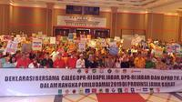 Polda Jabar menggelar deklarasi bersama caleg dapil Jabar dalam rangka Pemilu damai 2019 di Bandung. (Huyogo Simbolon)