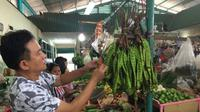 Yusril Ihza Mahendra belanja ke Pasar Puri Indah. Sumber: Twitter/Yusrilihza_Mhd