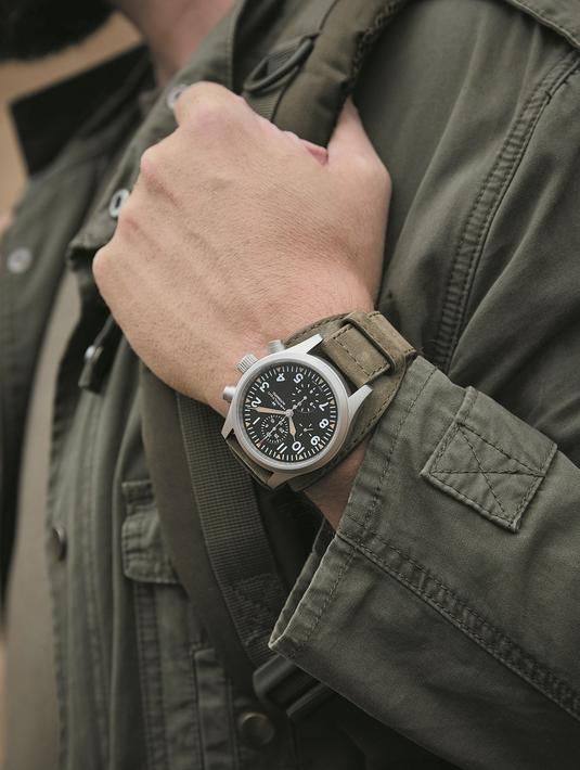 Jam tangan andalan tentara,Hamilton Khaki Field. Bentuk casing 44mm yang ramping, jarum nikel dengan radium Super-LumiNova  lama dan desain dial dengan karakteristik militer minuterie memberikan pengaruh yang jelas dari jam tangan tentara klasik ini. (dok/Hamilton).