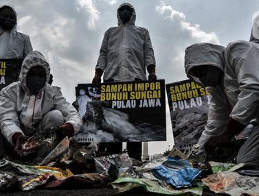 FOTO: Sampah Impor Bunuh Sungai Pulau Jawa