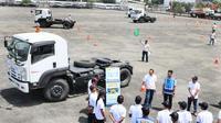 """PT Jasa Marga (Persero) bersama Isuzu Astra Motor Indonesia (IAMI) menggelar kegiatan bertajuk """"Budaya Tertib Lalu Lintas kepada Pengguna Jalan Tol"""" kepada 40 pengemudi truk. (ist)"""