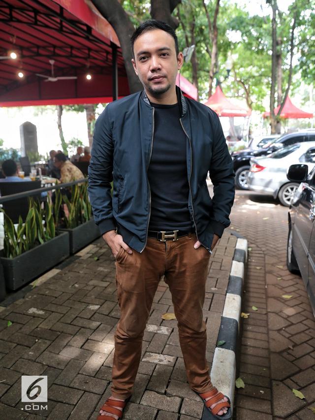 [Bintang] Kisah 18 Artis Indonesia yang Putuskan Mualaf