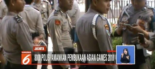 Dua hari jelang pembukaan pesta olahraga Asian Games 2018, aparat kepolisian menjaga ketat Stadion Gelora Bung Karno (GBK) Senayan, Jakarta.