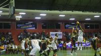 Pelita Jaya Jakarta mengalahkan M88 Aspac Jakarta pada laga perdana penyisihan Perbasi Cup, Minggu (23/10/2016). (Bola.com/Andhika Putra)