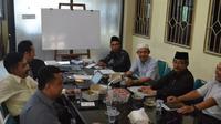 Perwakilan tiga kampus berembuk menolak pendirian kampus Undip di Rembang. (foto: Liputan6.com/suaramerdeka.com/Ilyas al-Musthofa)