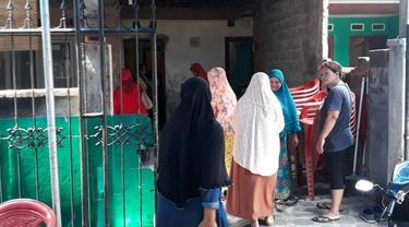 Kediaman Rumadi Ramadhan, korban jatuhnya Lion Air PK-LQP ramai dikunjungi tetangga, kerabat, dan temannya.