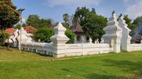 Salah satu bangunan ikonik di Keraton Kanoman Cirebon konon masih menyimpan pusaka Golok Cabang milik Pangeran Cakrabuana. Foto (Liputan6.com / Panji Prayitno)