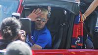 Cristian Gonzales kala masih berseragam Arema FC dan menyapa Aremania ketika baru saja menjuarai Piala Presiden 2017. (Bola.com/Iwan Setiawan)