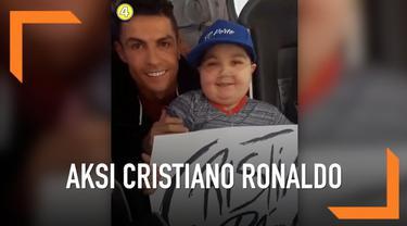 Cristiano Ronaldo rela menghentikan bus timnas Portugal demi menyapa seorang bocah yang meminta dipeluk oleh bintang Juventus tersebut. Diketahui bocah bernama Eduardo tersebut mengidap penyakit kanker.