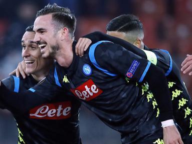 Gelandang Napoli, Jose Callejon, melakukan selebrasi usai membobol gawang FC Zurich pada laga Liga Europa di Stadion Letzigrund, Kamis (14/2). Napoli menang 3-1 atas FC Zurich. (AFP/Stefan Wermuth)