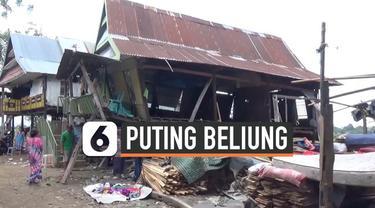 67 rumah warga di Kabupaten Takalar, Sulawesi Selatan disapu puting beliung. Sebanyak 95 kepala keluarga kehilangan tempa tinggal.