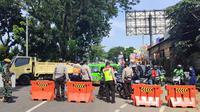 Petugas gabungan di Kota Bogor memutar balik pengendara yang tidak memiliki STRP selama masa PPKM Darurat. (Liputan6.com/Achmad Sudarno)