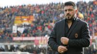 Pelatih AC Milan, Gennaro Gatusso, bersiap menjalani debut saat melawan Benevento pada laga Serie A Italia di Stadion Ciro Vigorito, Benevento, Minggu (3/12/2017). Kedua klub bermain imbang 2-2. (AP/Mario Taddeo)