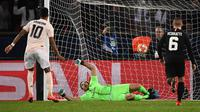 Gol penentu kemenangan Man United dari kaki Marcus Rashford pada leg kedua, babak 16 besar Liga Champions yang berlangsung di Stadion Parc des Princes, Paris, Kamis (7/3). Man United menang 3-1 atas PSG. (AFP/Franck Fife)