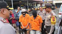 Dua dari tiga anggota kawanan pencuri mobil yang ditembak lantaran melarikan diri dan nekat melawan polisi. (Foto: Liputan6.com/Muhamad Ridlo)