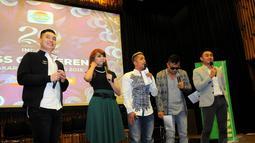 Edric Chandra, Rina Nose, Irfan Hakim, Ramzi, dan News Anchor Indosiar, Ryan Wiedaryanto saat konferensi pers perayaan Konser Raya 20 Tahun Indosiar di SCTV Tower, Senayan, Jakarta, Senin (5/1/2015). (Liputan6.com/Faisal R Syam)