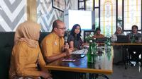 "Deputi Direksi Bidang Pelayanan Peserta BPJS Kesehatan, Arief Syaifuddin dalam acar ""Ngopi Bareng Jaminan Kesehatan Nasional (JKN)"" di Mocking Bird Shophaus, Jakarta, Jumat (14/09/2018). (Liputan6.com/Fitri Haryanti Harsono)"