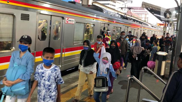 Jam Operasional KRL Kembali Normal Sesuai PSBB Mulai Hari Ini 26 Mei 2020 -  News Liputan6.com