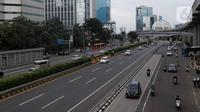 Kendaraan melintas di tol dalam kota Gatot Subroto, Jakarta, Selasa (25/2/2020). Dikarenakan ruas jalan yang tergenang usai banjir hari ini membuat banyak pekerja kantoran meliburkan diri dan membuat ruas jalan di Jakarta lengang. (Liputan6.com/Faizal Fanani)