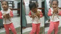 Sang ibu cerita anaknya memang suka pelihara hewan eksotis seperti katak. (Sumber: Siakapkeli)