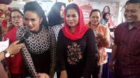 Puti Soekarno jadi juri lomba masak di toko kue milik Krisdayanti di Kota Malang, Jawa Timur (Liputan6.com/Zainul Arifin)