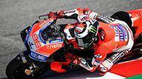 Pembalap Ducati, Jorge Lorenzo akan memulai balapan MotoGP San Marino 2018 dari urutan terdepan. (Twitter/Ducati Motor)
