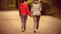 Ibu angkat dan anak pra remaja. (Foto: Pixabay)