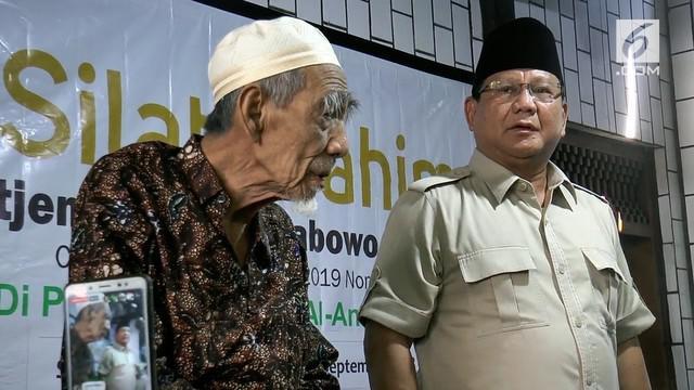 Capres Prabowo Subianto mendatangi Pondok Pesantren Al Anwar Rembang. Prabowo membantah kedatangannya meminta dukungan menjadi Capres