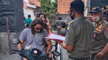 Bule Bandel Terjaring Razia Masker di Bali