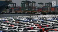 Ratusan mobil yang siap diekspor terparkir di Tanjung Priok Car Terminal, Jakarta, Selasa (8/8). Kemenperin mencatat, ekspor Mobil pada periode Januari-Juni 2017 meningkat 20,5% dibandingkan periode yang sama tahun 2016. (Liputan6.com/Johan Tallo)