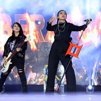 Kemeriahan menyambut tahun baru 2018 sangat dirasakan oleh masyarakat di acara Gempita 2018 yang diselenggarakan SCTV. Mendegar alunan musik dari sejumlah musisi dan ditutup dengan pesta kembang api yang begitu meriah. (Deki Prayoga/Bintang.com)