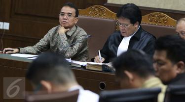 Mantan Panitera Pengadilan Negeri Jakarta Pusat Edy Nasution menjalani sidang dengan agenda mendengarkan keterangan empat saksi di Pengadilan Tipikor, Jakarta, Rabu (14/9). (Liputan6.com/Helmi Afandi)