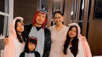 Kalina dan anak-anak Vicky Prasetyo sudah semakin akrab. (Sumber: Instagram/@kalinaocktaranny)