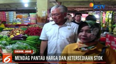 Menteri perdagangan Enggartiasto Lukito sidak harga bahan pangan di Pasar Kanoman, Kota Cirebon.