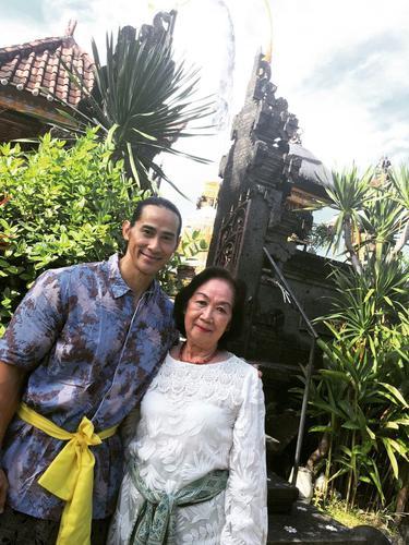 Ade Rai Sampaikan Berita Duka Sang Ibunda Meninggal Dunia