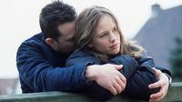 Anda mungkin dilanda cemburu saat mengetahui mantan pacar sang pasangan memintanya untuk balikan.  Lantas, apa yang harus dilakukan?