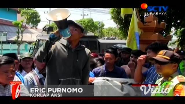 Gelombang protes revisi RUU KPK, terus dilakukan di Jawa Timur. Di Surabaya, aksi penolakan revisi RUU KPK di Gedung DPRD Jatim.