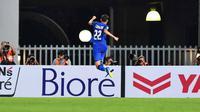 Striker Thailand, Supachai Jaided merayakan gol ke gawang Singapura pada laga pamungkas Grup B Piala AFF 2018. (AFF Suzuki Cup)