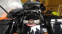 Sepeda motor Harley Davidson yang dikendari HK saat menabrak nenek Siti Aisah. (Liputan6.com/Achmad Sudarno)