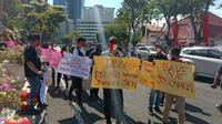 Sejumlah wartawan Surabaya yang tergabung dalam Ikatan Jurnalis Televisi Indonesia (IJTI) Surabaya, menggelar aksi damai, Sabtu, (29/8/2020).