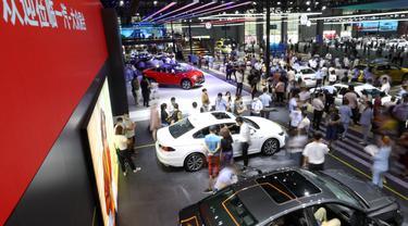 Suasana area FAW-Volkswagen dalam Pameran Otomotif Internasional Changchun China ke-17 di Changchun, Provinsi Jilin, China timur laut, Minggu (12/7/2020). (Xinhua/Yan Linyun)