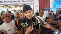 Gubernur Jawa Tengah Ganjar Pranowo saat menghadiri bursa kerja di Graha Wisata Niaga Solo, Kamis (5/12).(Liputan6.com/Fajar Abrori)