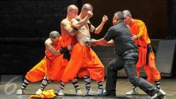 Biksu Shaolin menampilkan beberapa dalam acara Shaolin Warriors nanti, Jakarta, (18/2). Menyambut tahun baru Imlek 2567 Bank Mayapada bersama Ciputra Artpreneur hadirkan pertunjukan biksu Shaolin di Indonesia. (Liputan6.com/Yoppy Renato)
