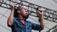 """Senang bisa berada di sini,"" kata Yuki, sang vokalis Pas Band di atas panggung, Sabuga, Bandung, Jawa Barat, Rabu (19/8/2015). (Deki Prayoga/Bintang.com)"