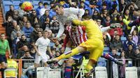 Proses terjadinya gol sundulan gelandang Real Madrid, Gareth Bale ke gawang Sporting Gijon. Ini merupakan gol pembuka Los Blancos. (AFP/Pedro Armestre)